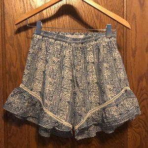 Printed blue and white shorts